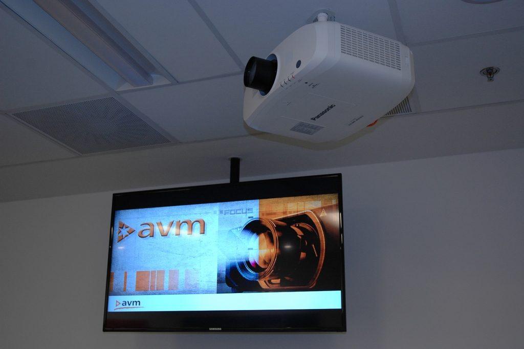 avm-panasonic-projektor
