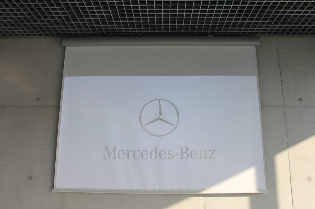 Mercedes-auditórium-vetítővászon