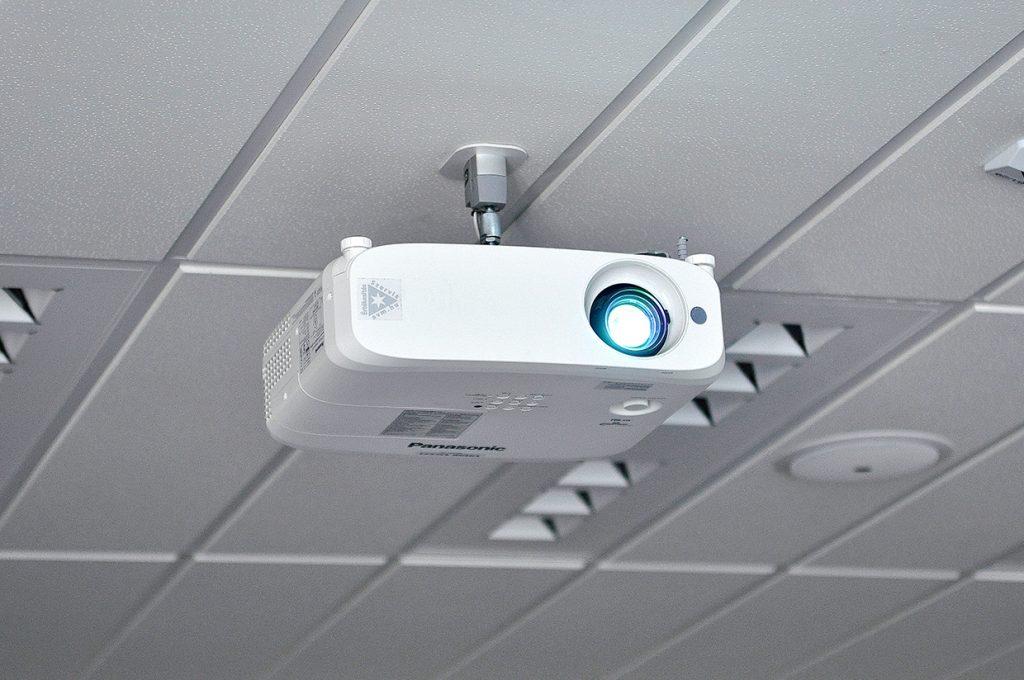 avm-novartis-panasonic-projektor