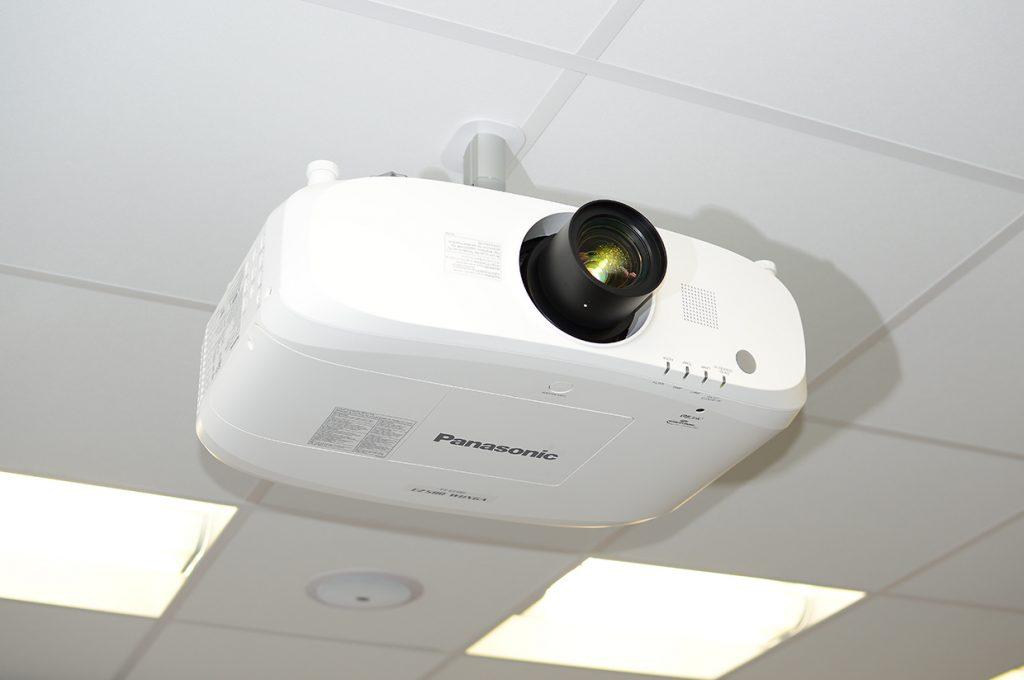 TEVA-auditórium-projektor